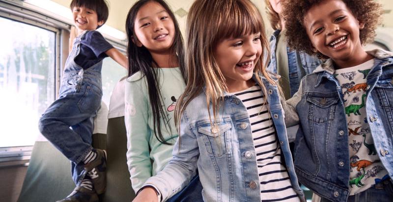 124ce40f Акции и распродажи весенней одежды уже начались почти во всех детских  магазинах США и Европы. Сегодня с хорошей скидкой можно купить джинсы,  свитеры, обувь, ...
